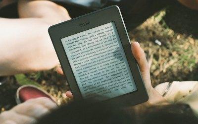 Cómo hacer que la pantalla de fuego de Kindle sea más brillante 1